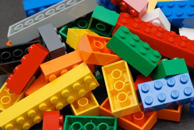 800px-lego_color_bricks