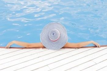 pool-690034__340